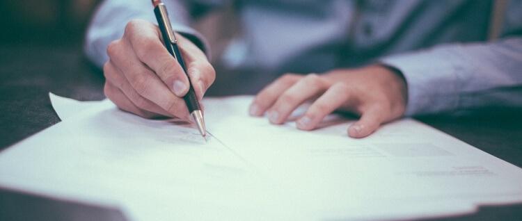 ¿Sabes hacer un contrato de arriendo? En esto te tienes que fijar antes de firmar uno